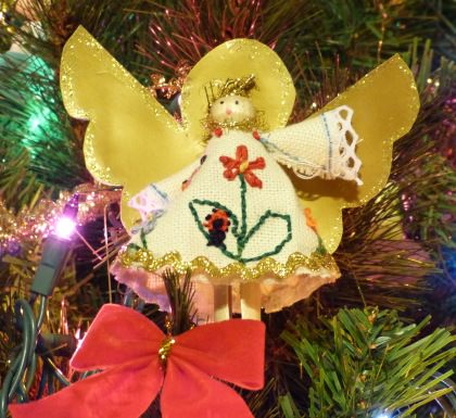 Homemade Christmas Tree Decorating Ideas: Embroidered Christmas Angel.