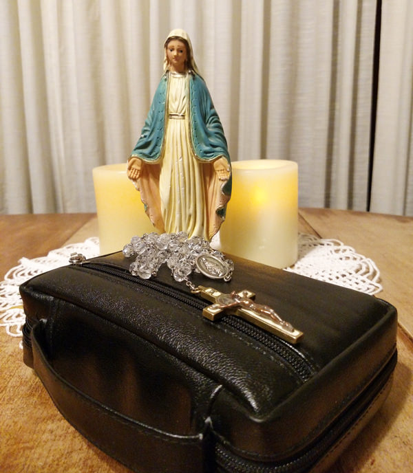 Catholic Missal with cover and rosary: Mass prayers, daily Bible readings, Catholic prayers.