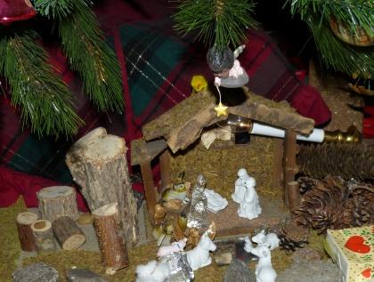 Christmas Tree Decorating Ideas: Nativity Scene under the tree.