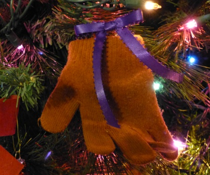 Unique Christmas Tree Decorating Ideas: Winter Baby Gloves or Mittens for the tree.
