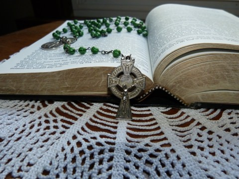 Pray the Rosary - Green Rosary With Bible