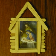 Christmas tree decorating ideas homemade treasures for Popsicle stick picture frame christmas