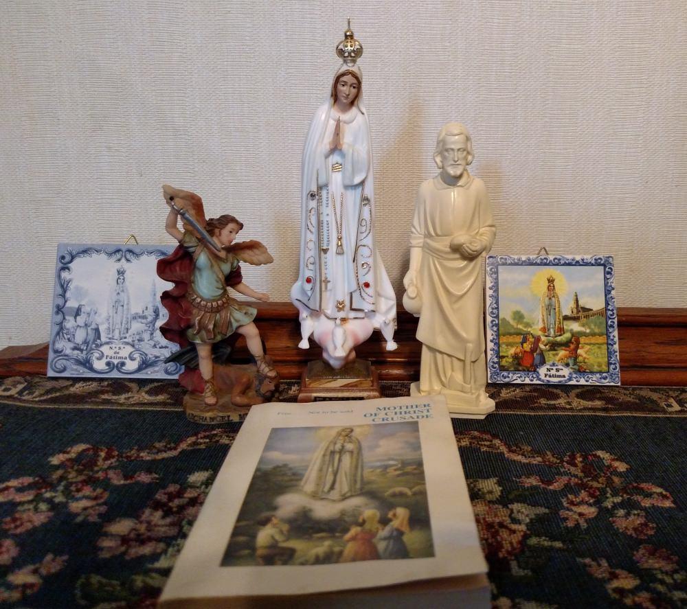 Fatima Prayers: Fatima book and statues